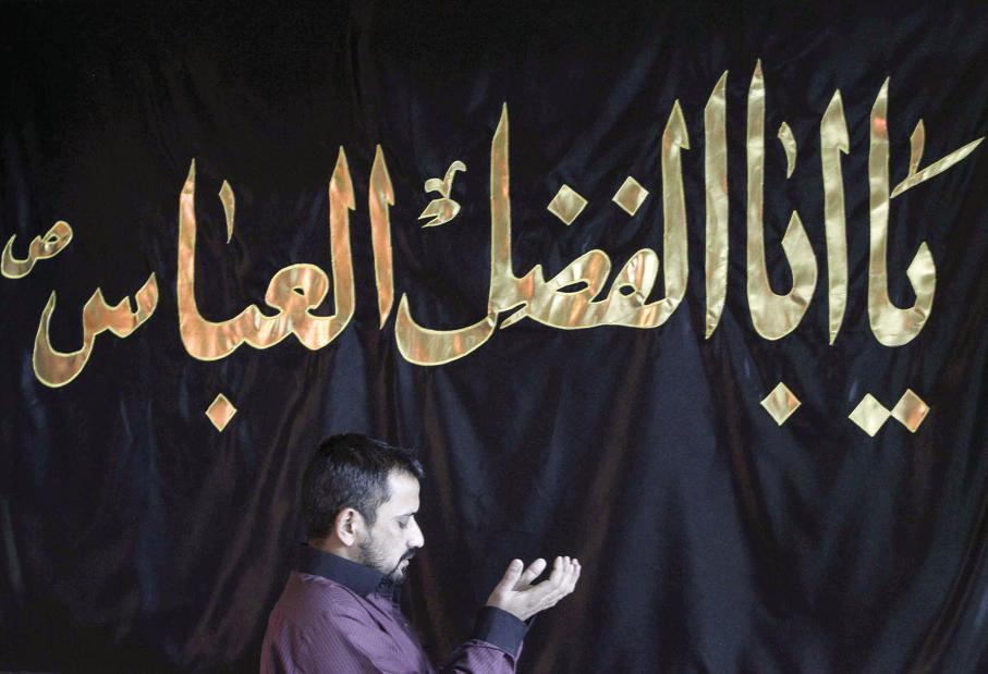 straniero in preghiera